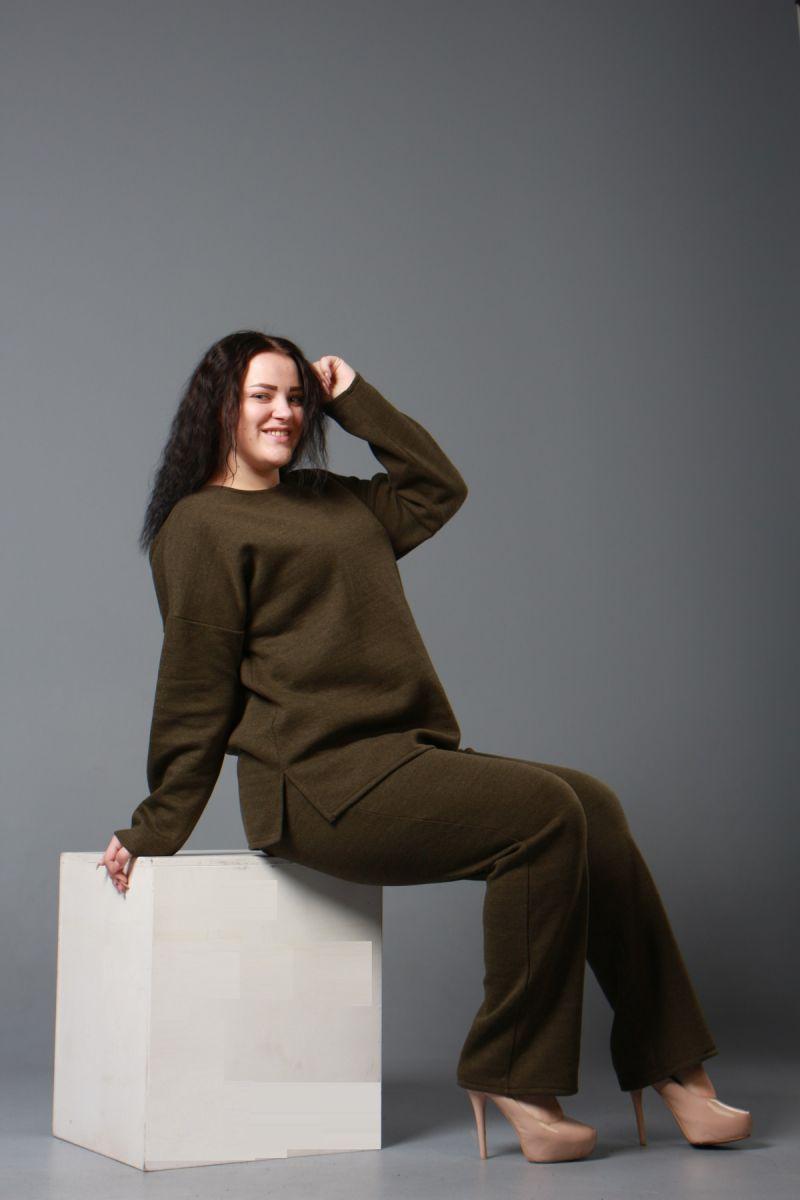 Теплый костюм двойка большого размера из шерстяного трикотажа Хакки   000-599 - Victorya-Shop.com