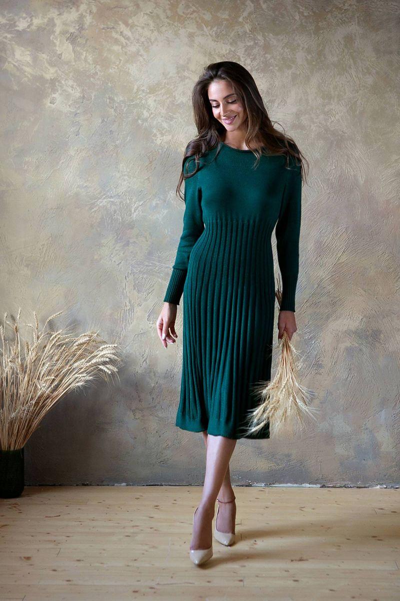 Зеленое  платье полуоблегающего силуэта 000-188 - Victorya-Shop.com
